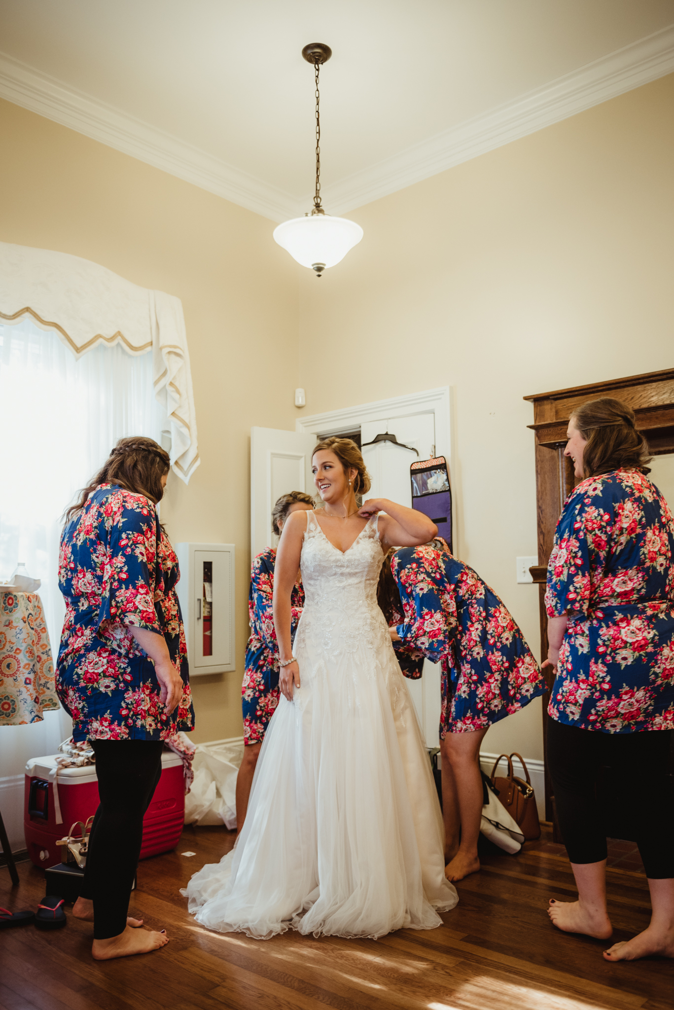 bridesmaids-helping-the-bride-get-dressed.jpg