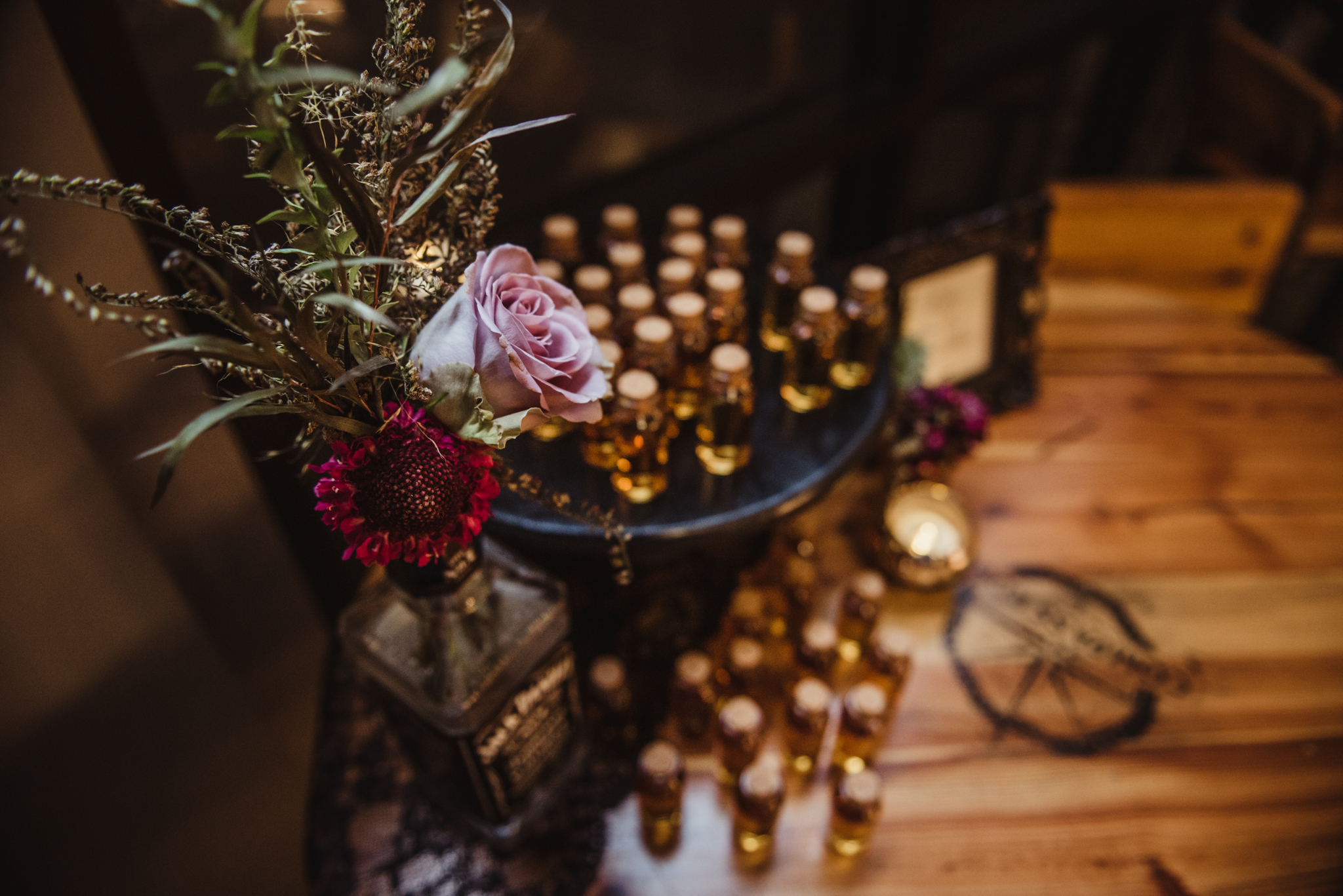 shots-of-jack-daniels-for-the-wedding-guests-to-take-home.jpg
