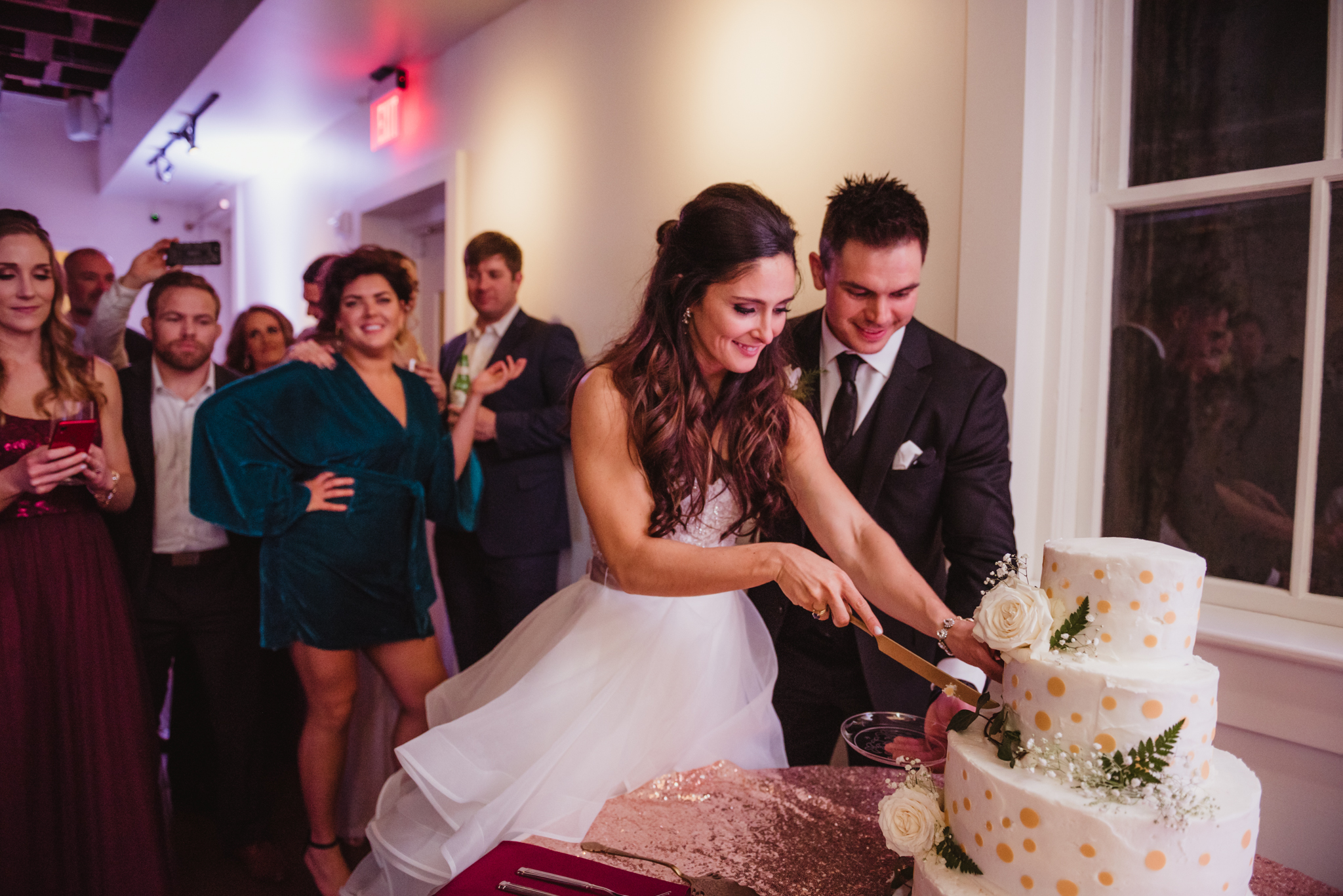 Raleigh-wedding-photographer-bride-and-groom-cut-the-cake-rose-trail-images.jpg
