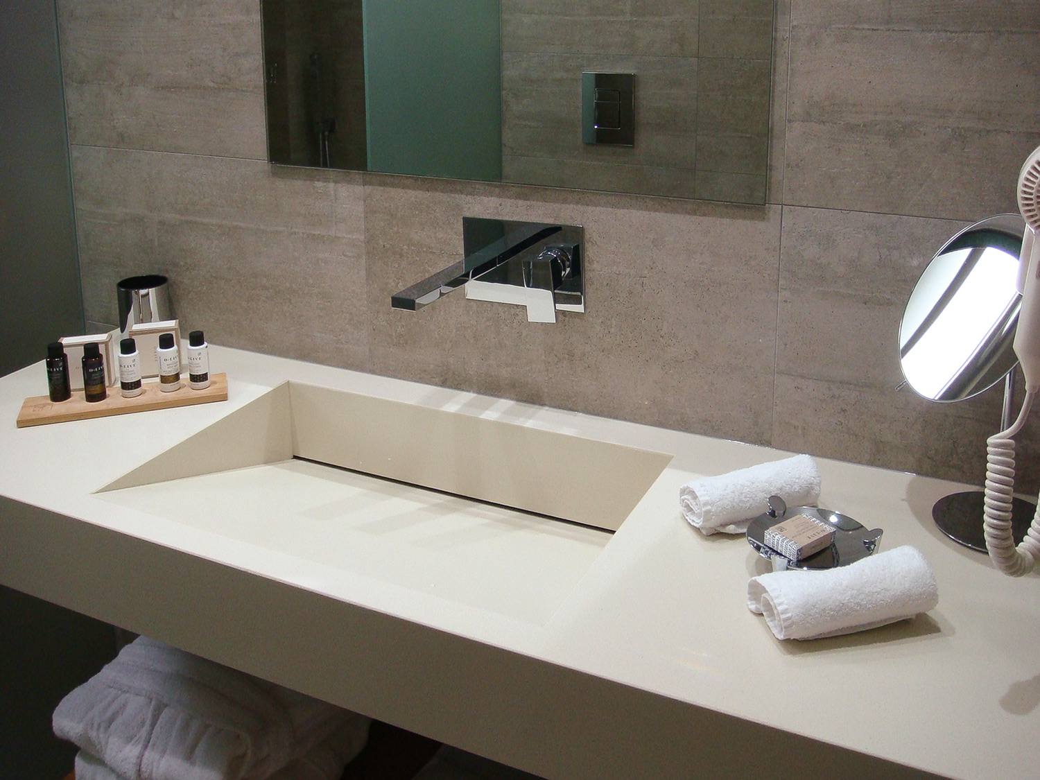 R111-Bathroom-Basin.jpg