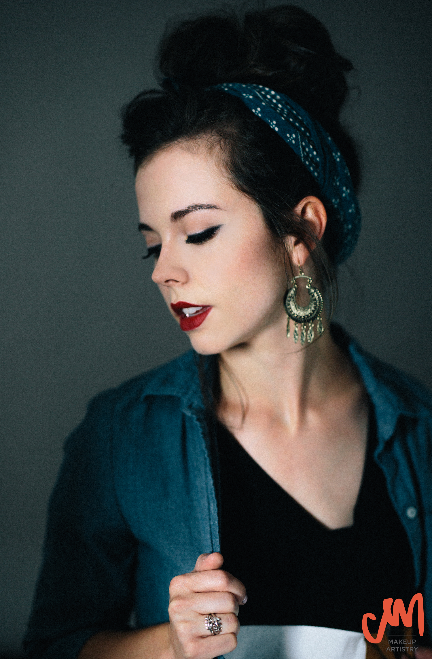 red lip winged eyeliner beauty makeup photoshoot musician mandolin player Sierra Hull messy bun nashville