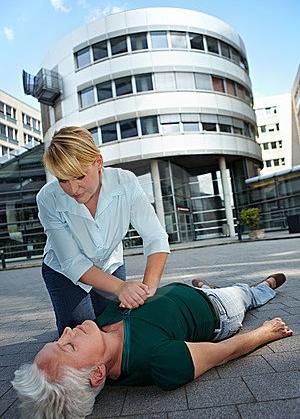 cpr-as-first-aid-21173320.jpg