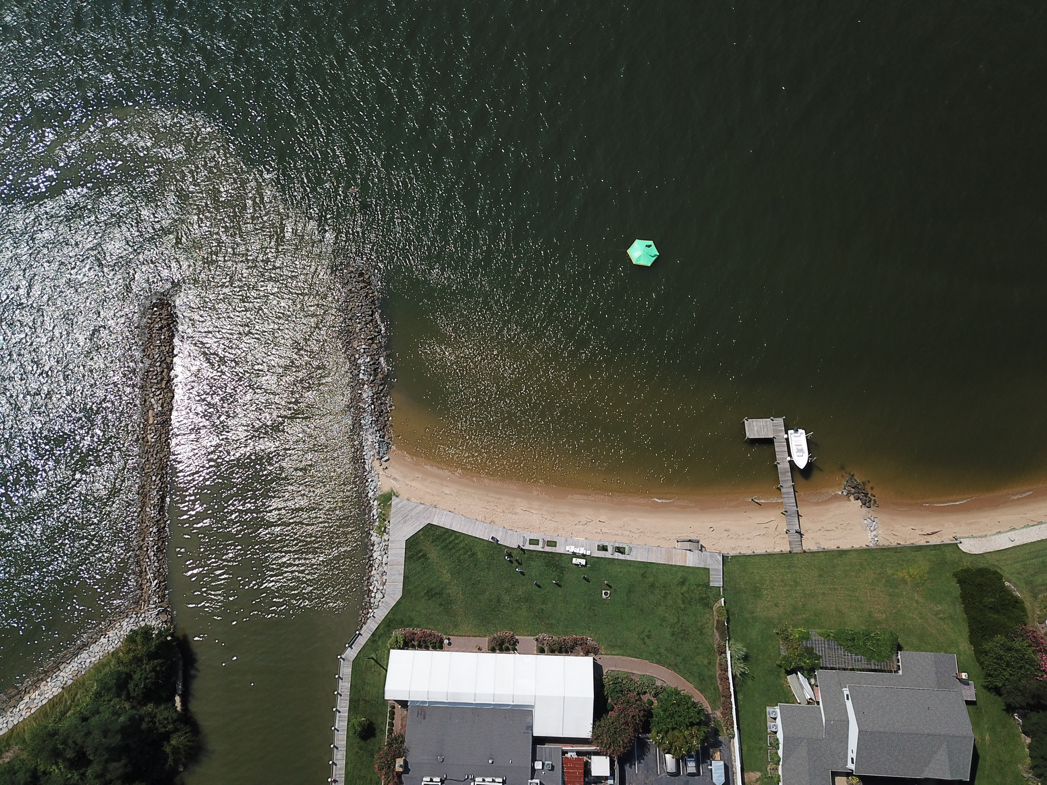 Hit biodegradable golf balls at a technology packed floating target at Silver Swan Bayside! Located in Stevensville, Maryland, in Queen Anne's County. Our waterfront driving ranges are great for corporate events, weddings, happy hours, and celebrations.