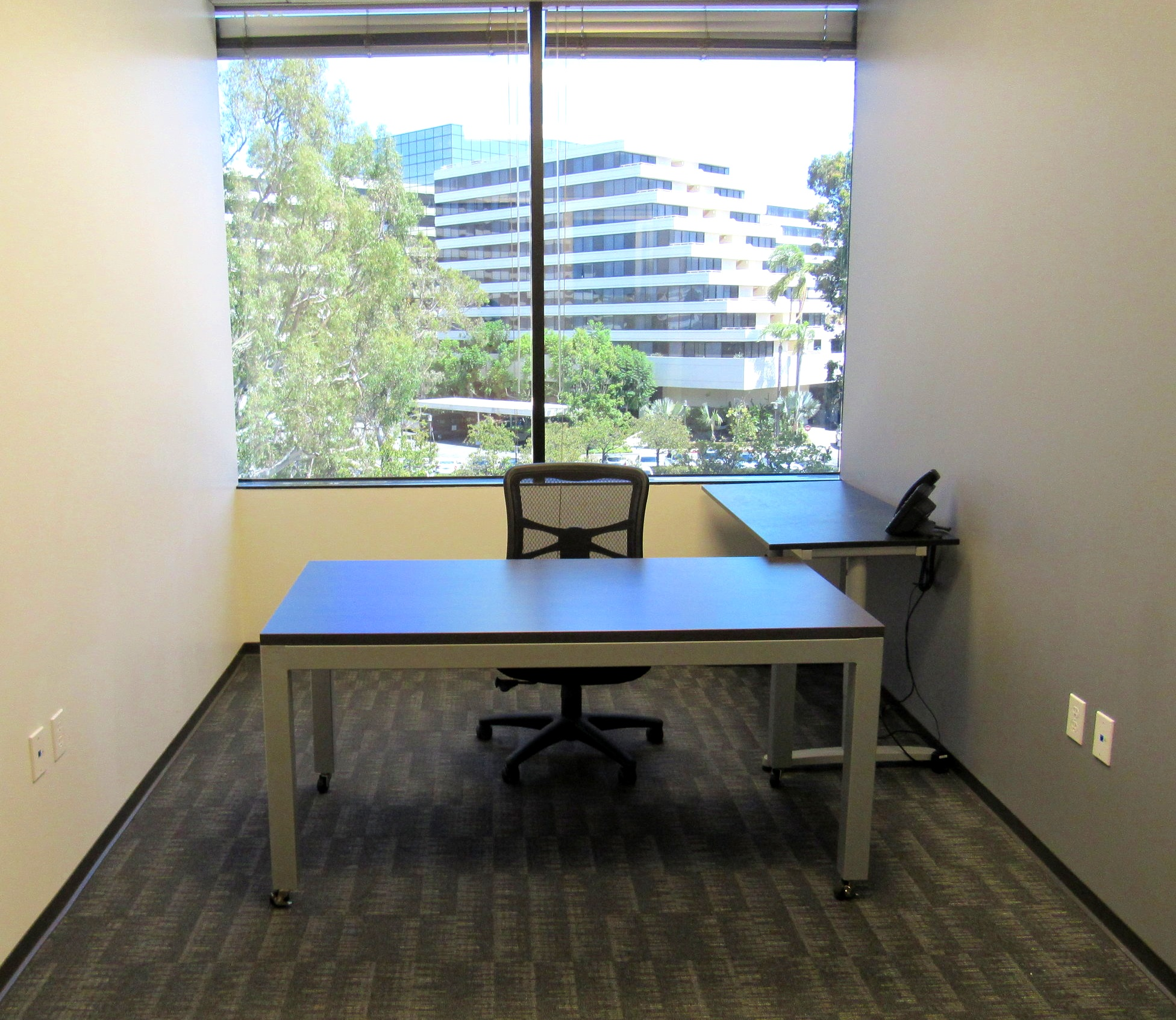 DAY USE OFFICE - Pay as you go!Choose this option if you need to rent a private office for the day, week or month!Prices start at $75/dayWifi: DUH!Coffee and all other amenities included.