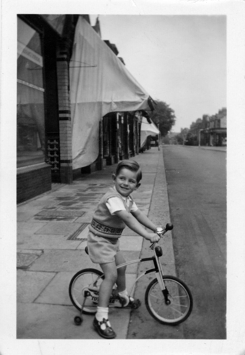 bike- myddleton rd circa 1952-3.jpg