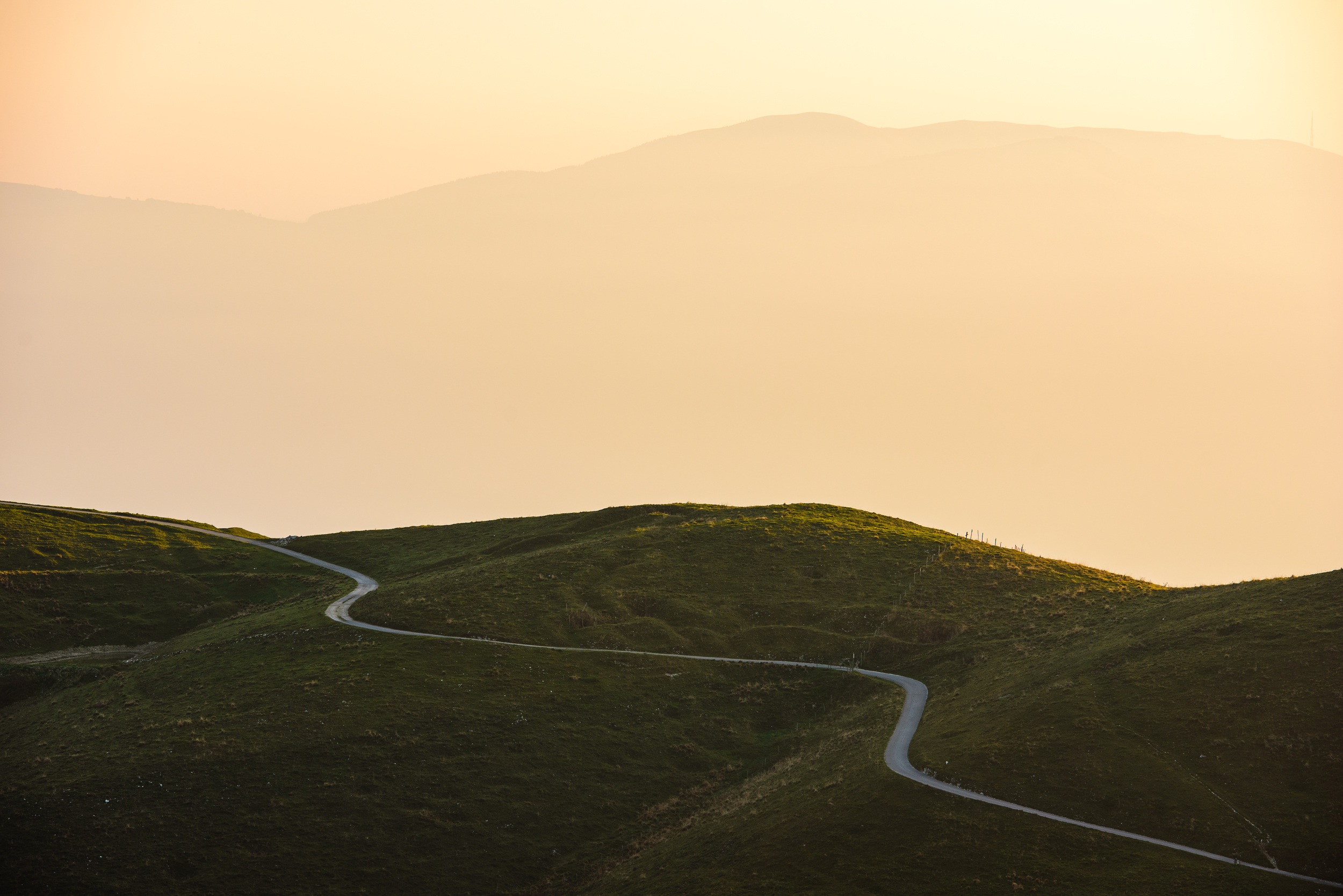 2018-10-20_Web_6066_Road around the hills at sunrise.jpg
