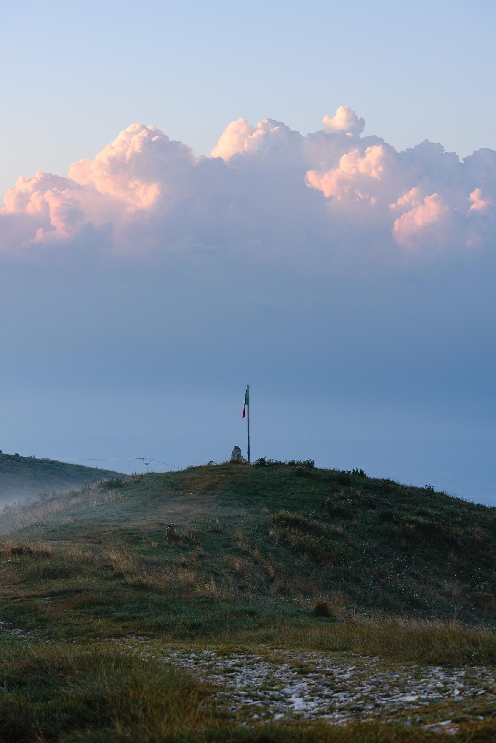 2018-08-11_Web_4902_Calm flag at sunrise.jpg