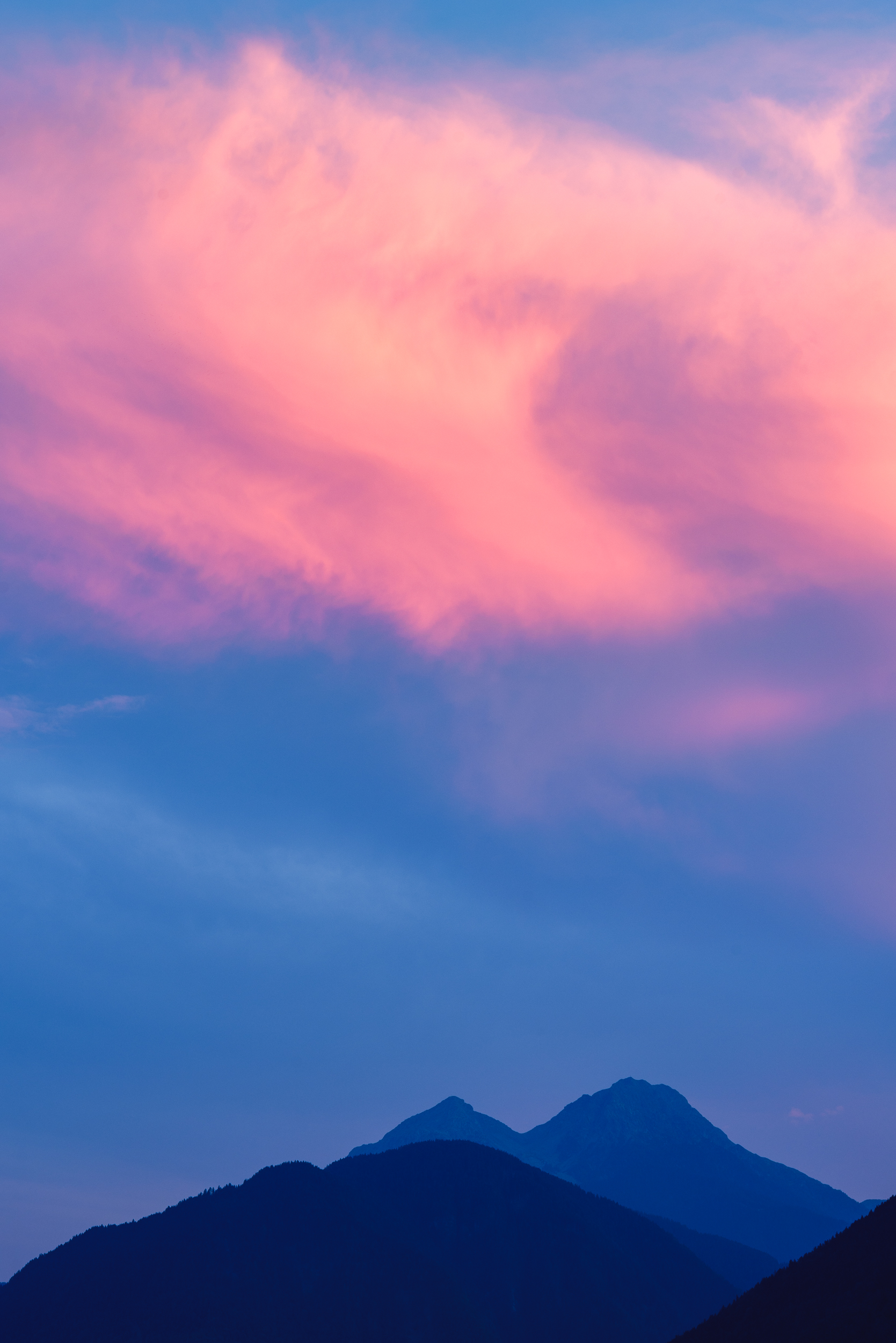 2018-07-30_Web_4753_Golden sunset over the mountains.jpg