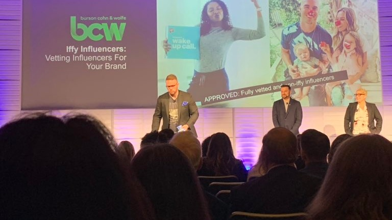 Matt Kelly speaking in front of 500 marketers about influencer relations at the Meltwater Social Summit in NY, 2019.