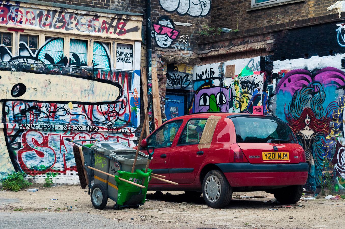 graffiti-renault-clio-bins.jpg