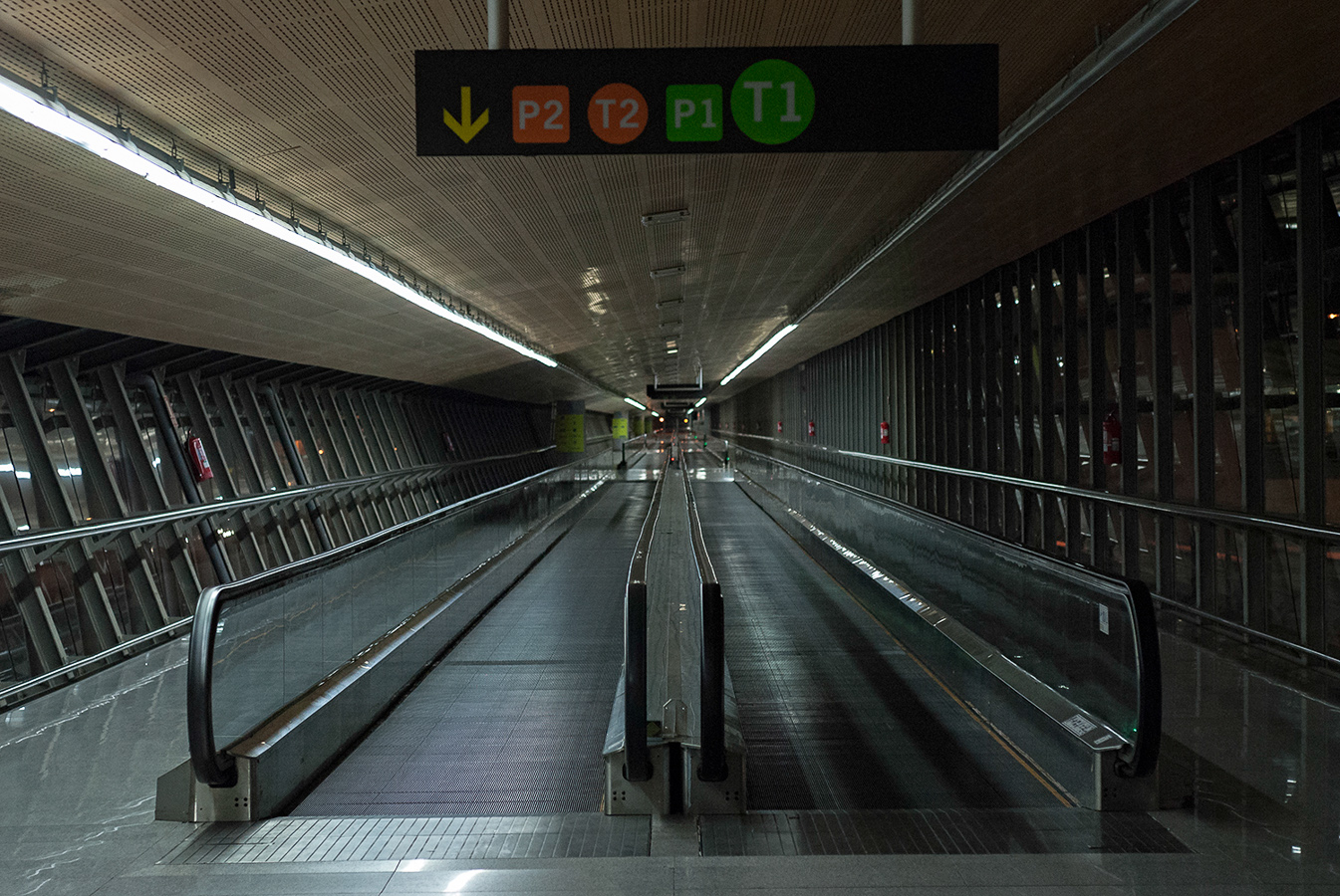 malaga-airport-carpet-escalators.jpg