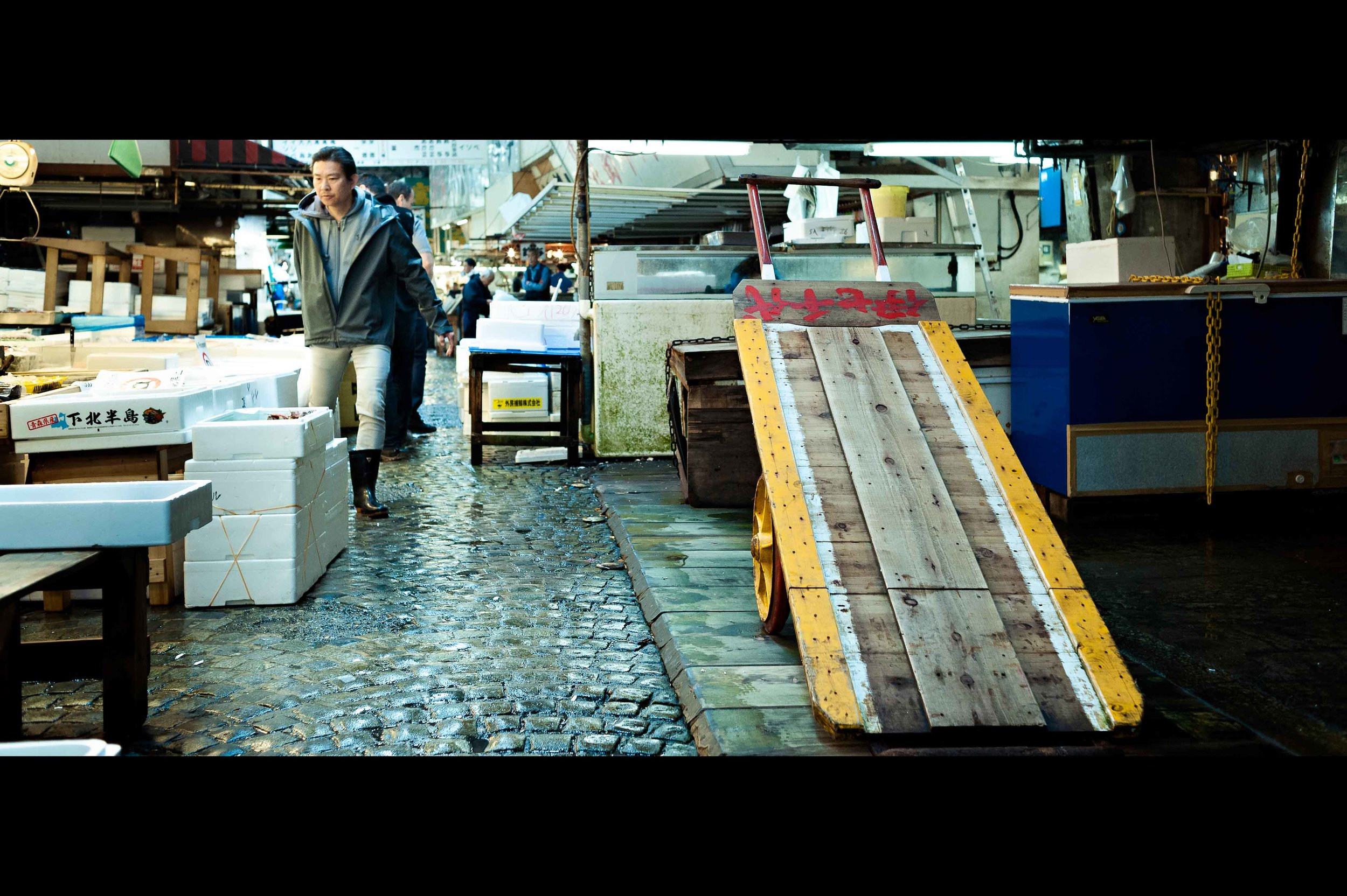 tsukiji-fish-market-wheel-cart.jpg