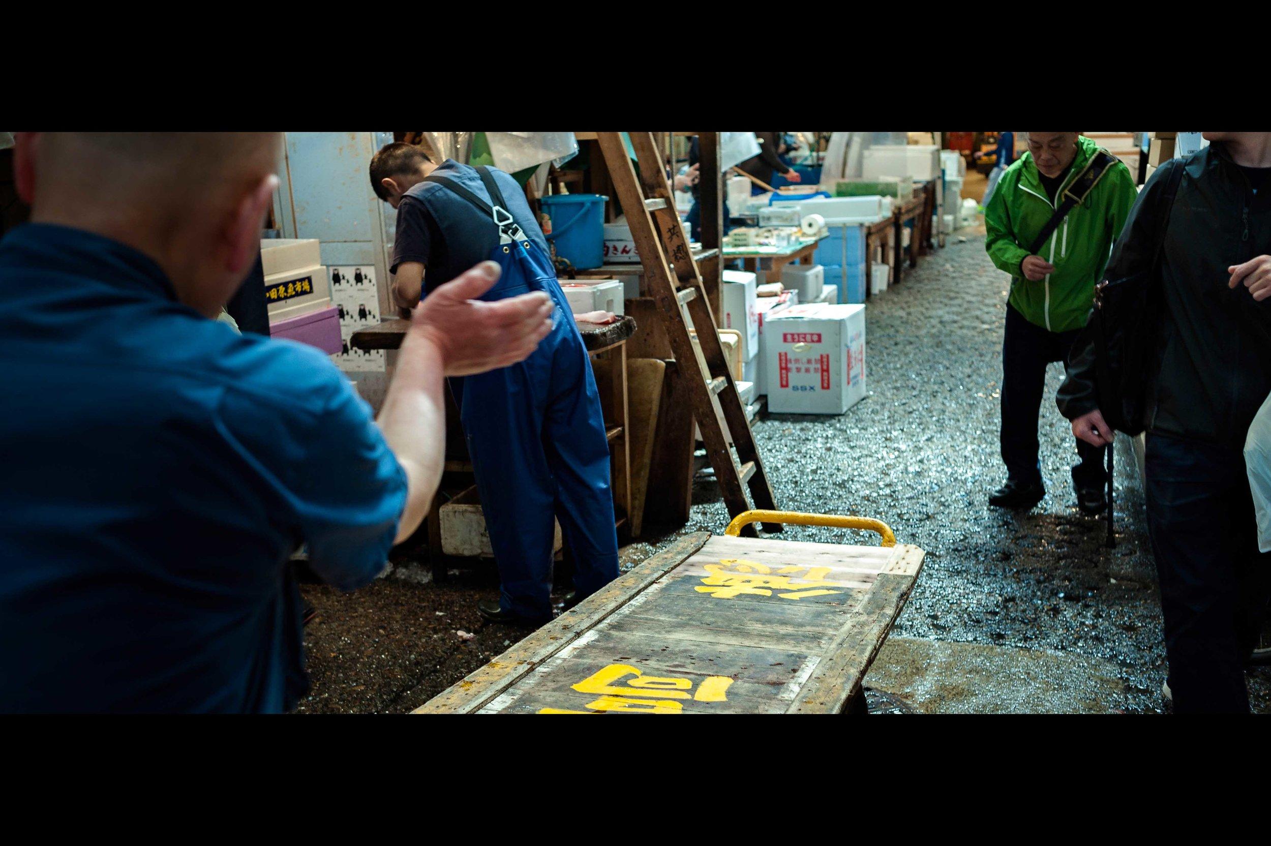 vendor-moving-tourists.jpg