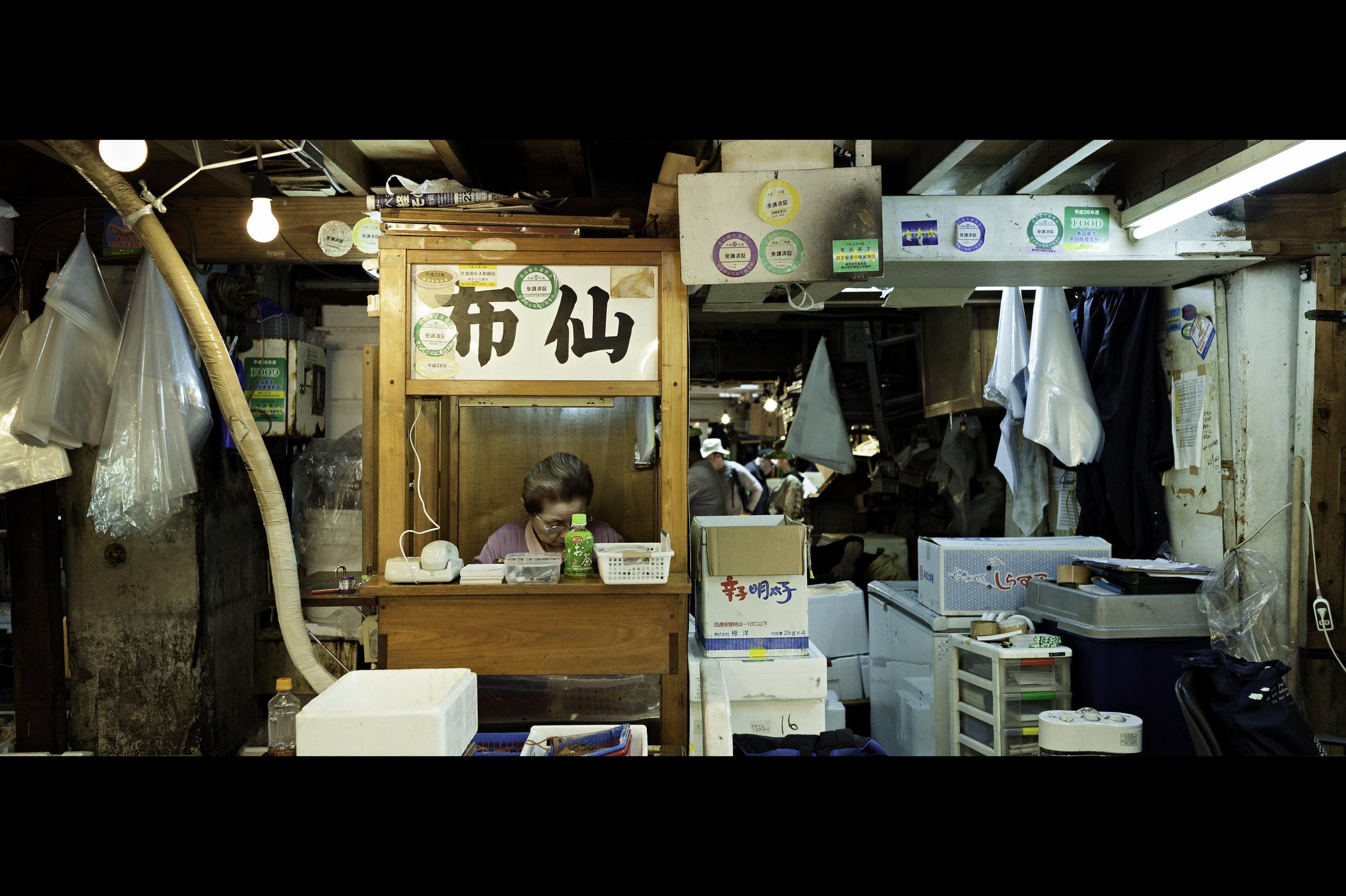 women-of-tsukiji-fish-market