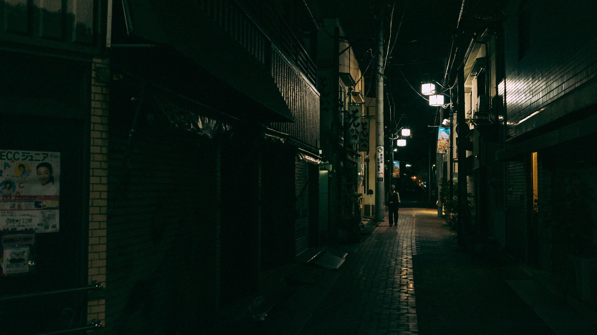 back-streets-night-tokyo-japan.jpg