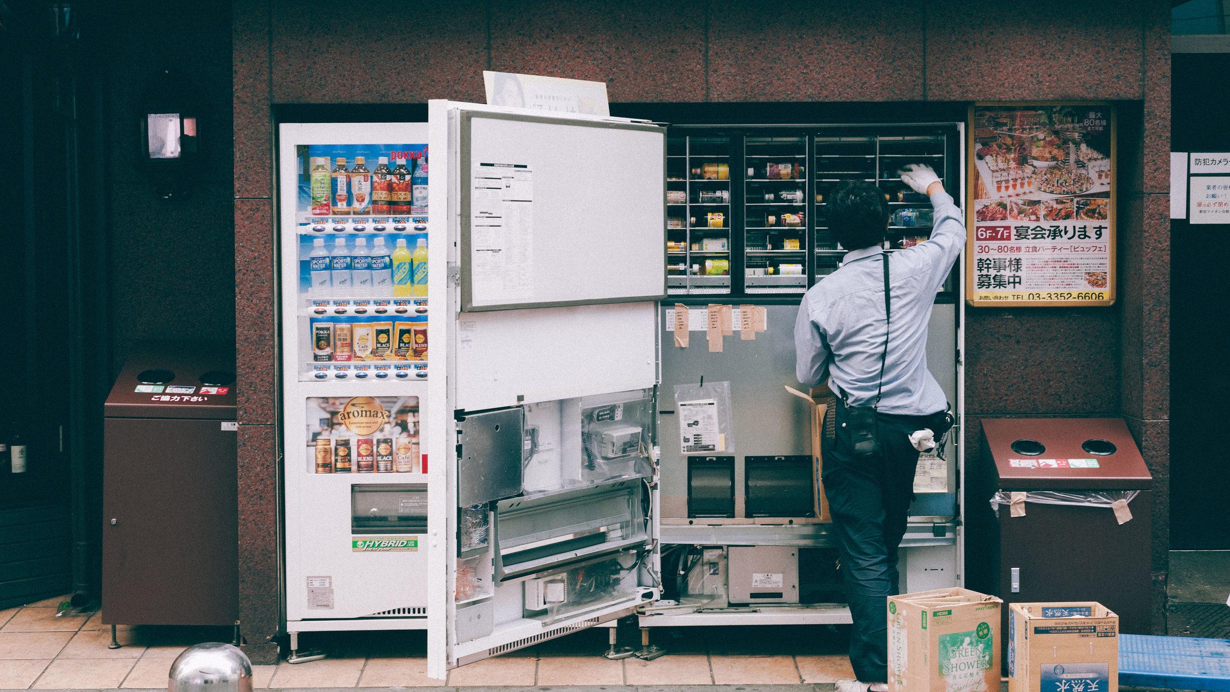 chaning-vending-machine-tokyo-japan.jpg