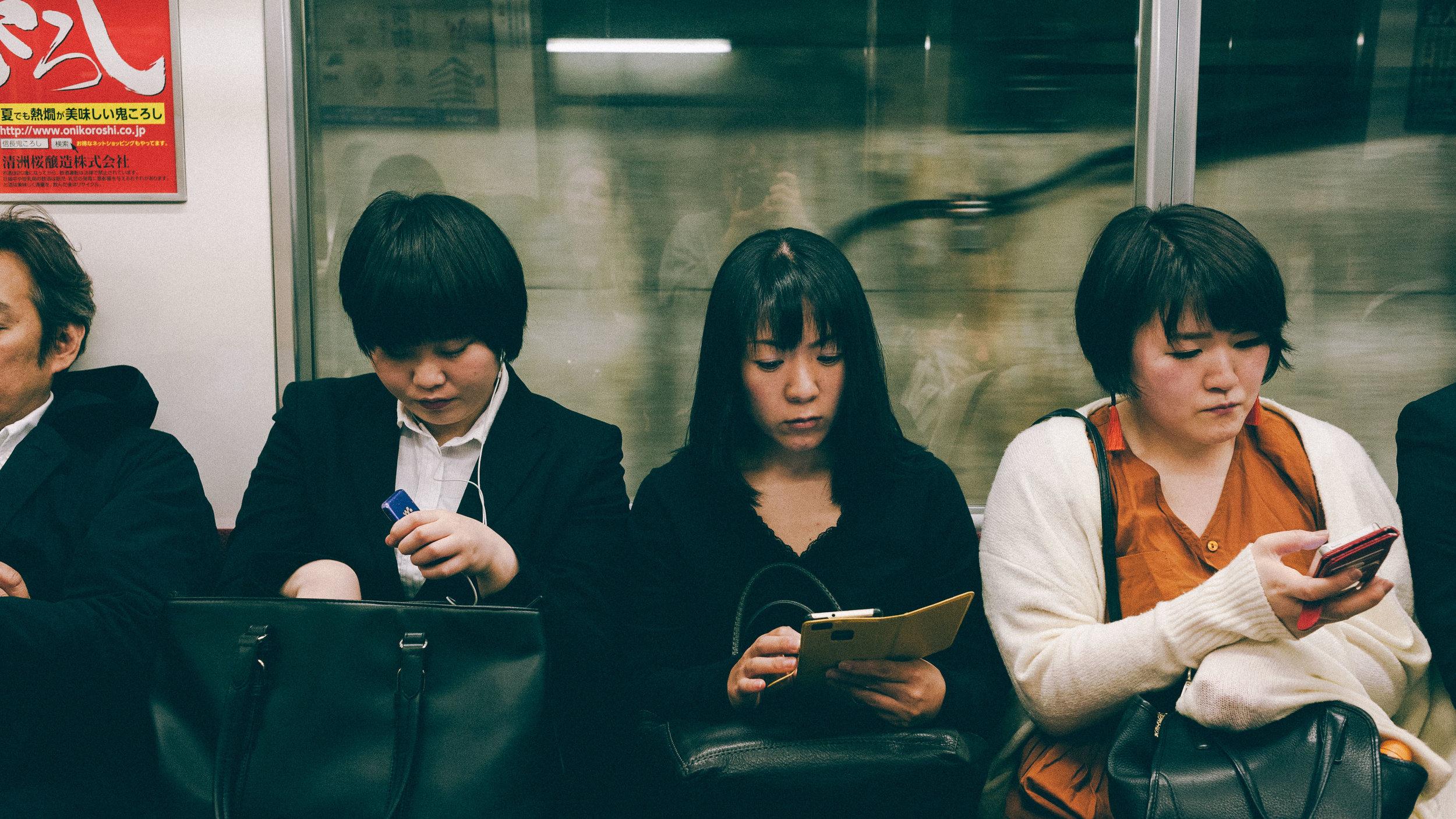 people-on-phones-on-the-tokyo-metro.jpg