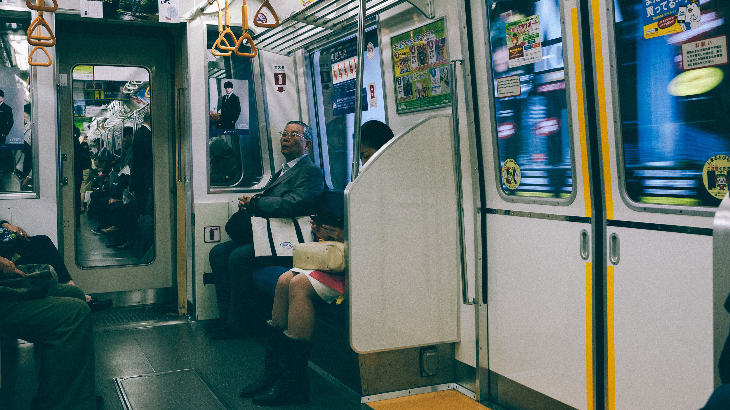 tokyo-metro-old-man-scenejpg.jpg