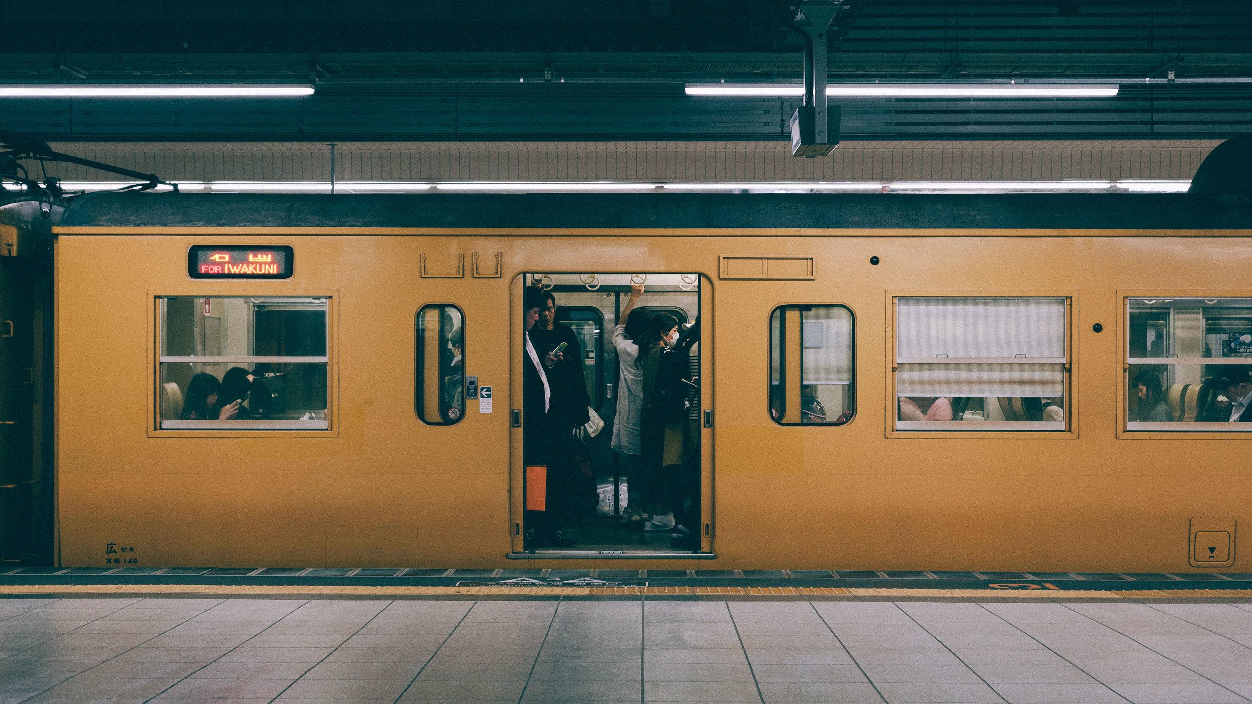 wakuni-train-platform-street-photography.jpg