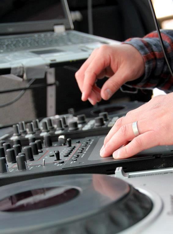 DJ Carve Pond hands.jpg