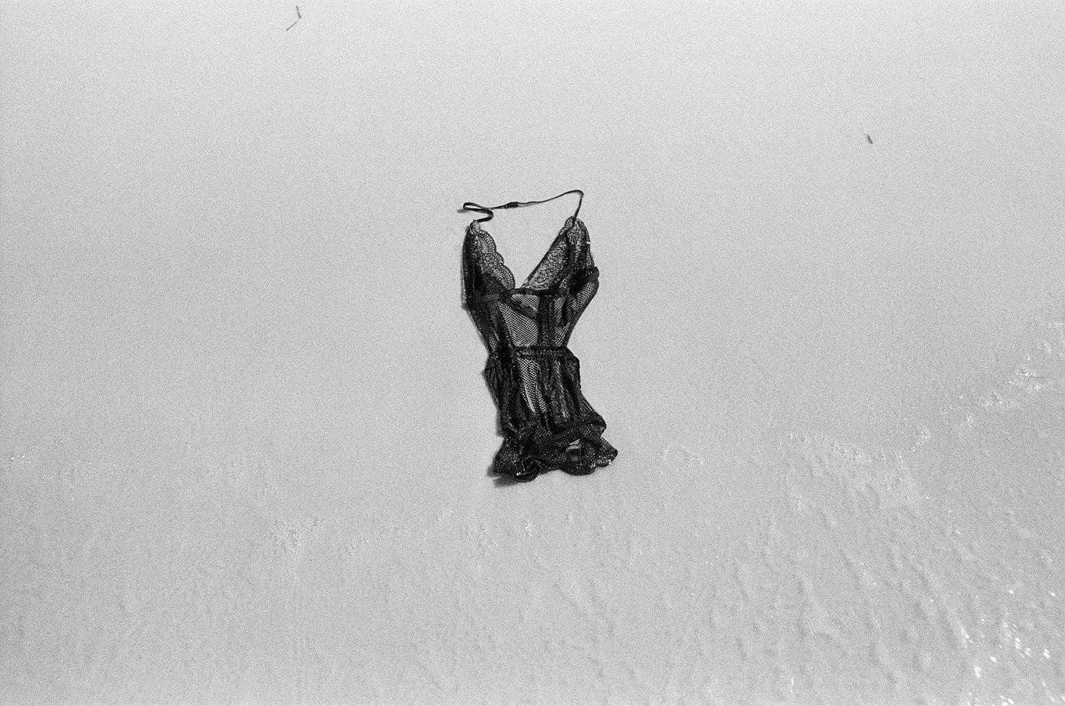 black lingerie on white beach10.jpg