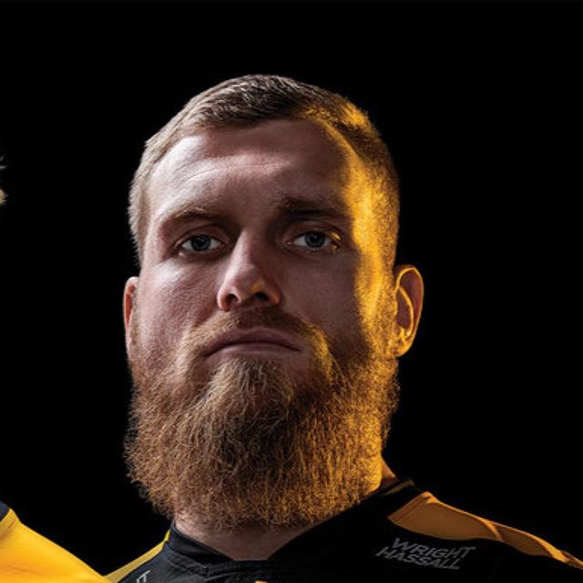 Amazing to work with the incredible players @waspsrugby and fantastic teams at @ricoharena and @mongooseagency on this campaign piece brochure. Great team of people to work with! Awesome photography by @simonderviller and post by @paul_hill_retouching  @joe_launch @danrobson9 @bradshields #sponsorshipcreative #creative #rugbyphotography #drama #gold #brochure #paper #design