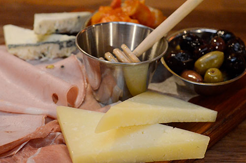 Al Volo Catering plate with deli meats, cheeses and olives.