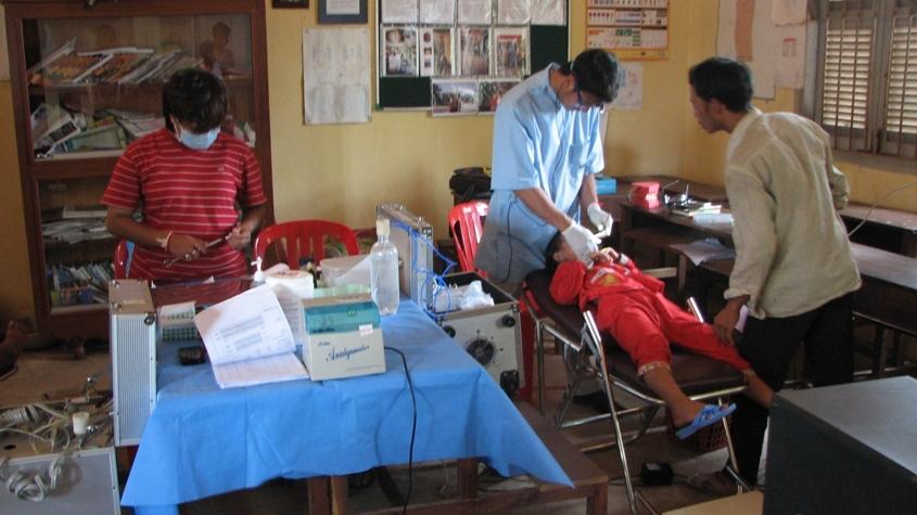 An elementary school student's dental exam
