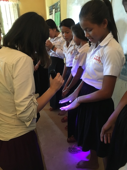 """Sofie's """"germ glow"""" hand-washing lesson"""