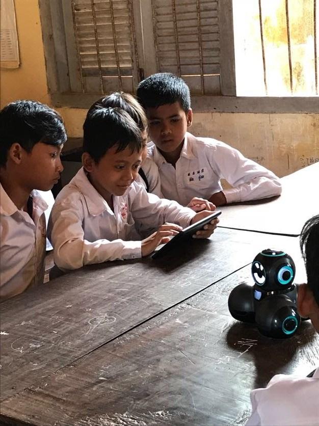 Student programs a Cue robot