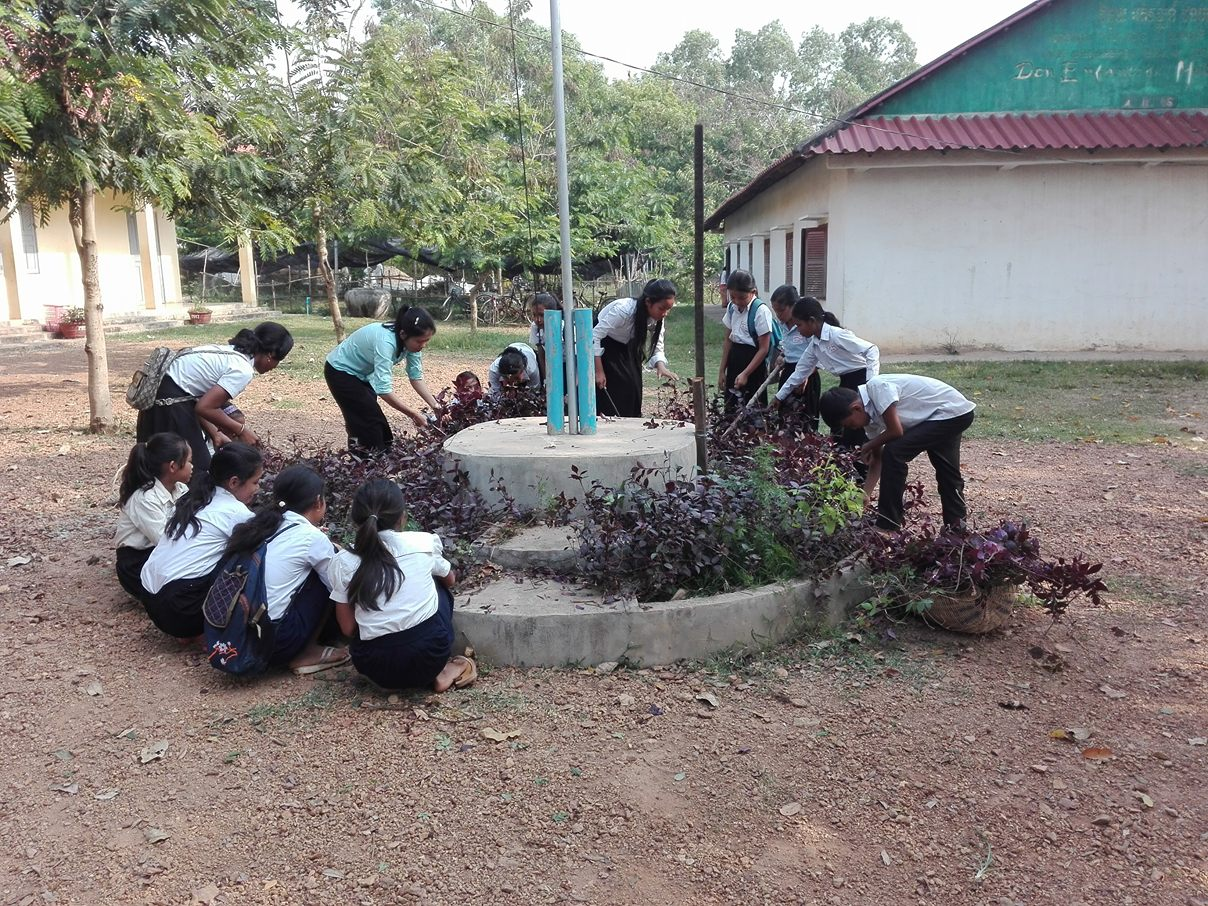 Planting 2.jpg