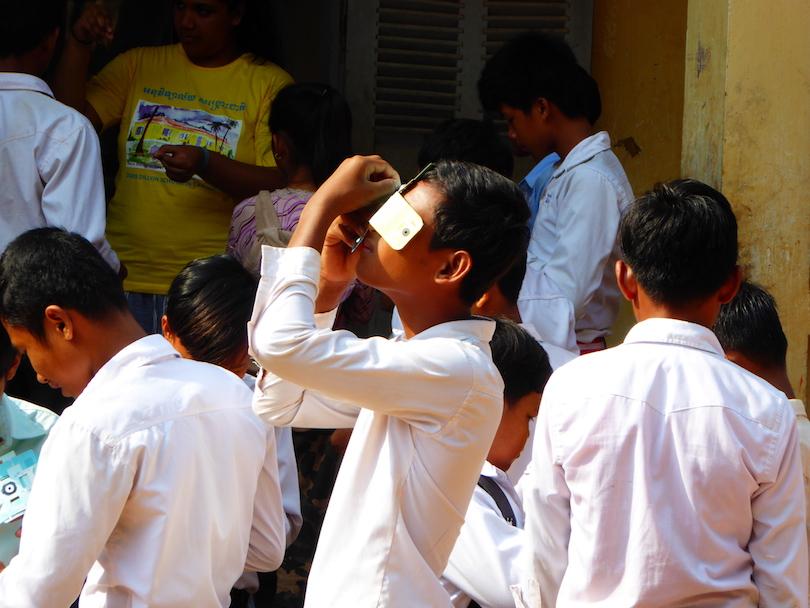 isha student foldscope sun.jpg