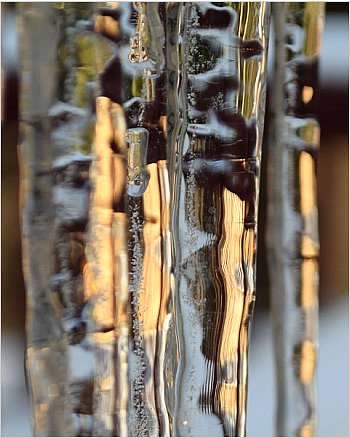 DSC 0134 vert straightened icicles.jpg