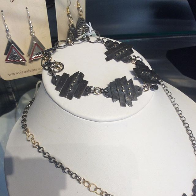 BEAUTIFUL bracelet by @jansjems_jewelry ! 🙊🙊#handmadebracelet #jansjems #metalworks #metaljewelry #wmassart #westernmassart #southdeerfield #southdeerfieldma
