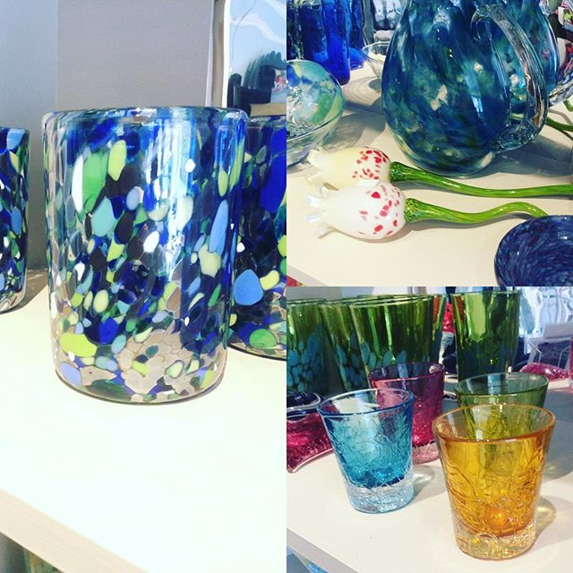 Yes, even the #tulips and  #shotglasses are hand blown glass! 😻🌷🌷Beautiful work by the talented William Derrico 💙 #blownglass #handblownglass #glassblowing #springdecor #springdecorating #barglasses