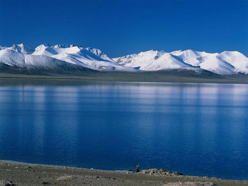 Yamdrok_Yamtso_Lake .jpg