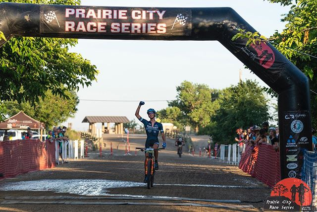 Took the win at the inaugural Short-Track @prairiecityraceseries ! So much fun and chaos. Was able to make a breakaway from the pack with @chazhalbert and held it till the finish! 📸 @bixxel.media  #folsombike #folsomgrind #wesellfun #getoutside #giantbicycles  #ridelife