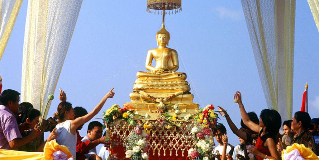 Songkran-Activities-Temple.jpg
