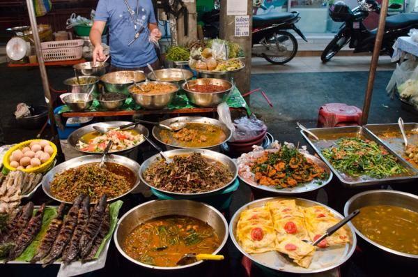 Chiang Mai Gate (south gate) food market.jpeg