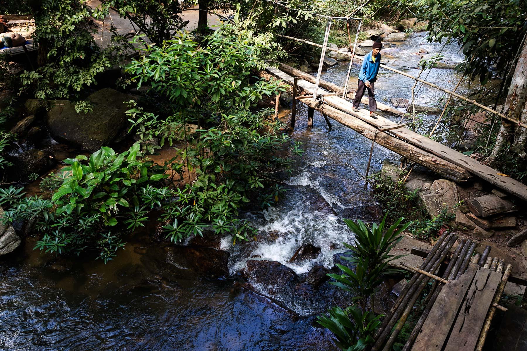 10-hiking-to-mae-wang-waterfall.jpg