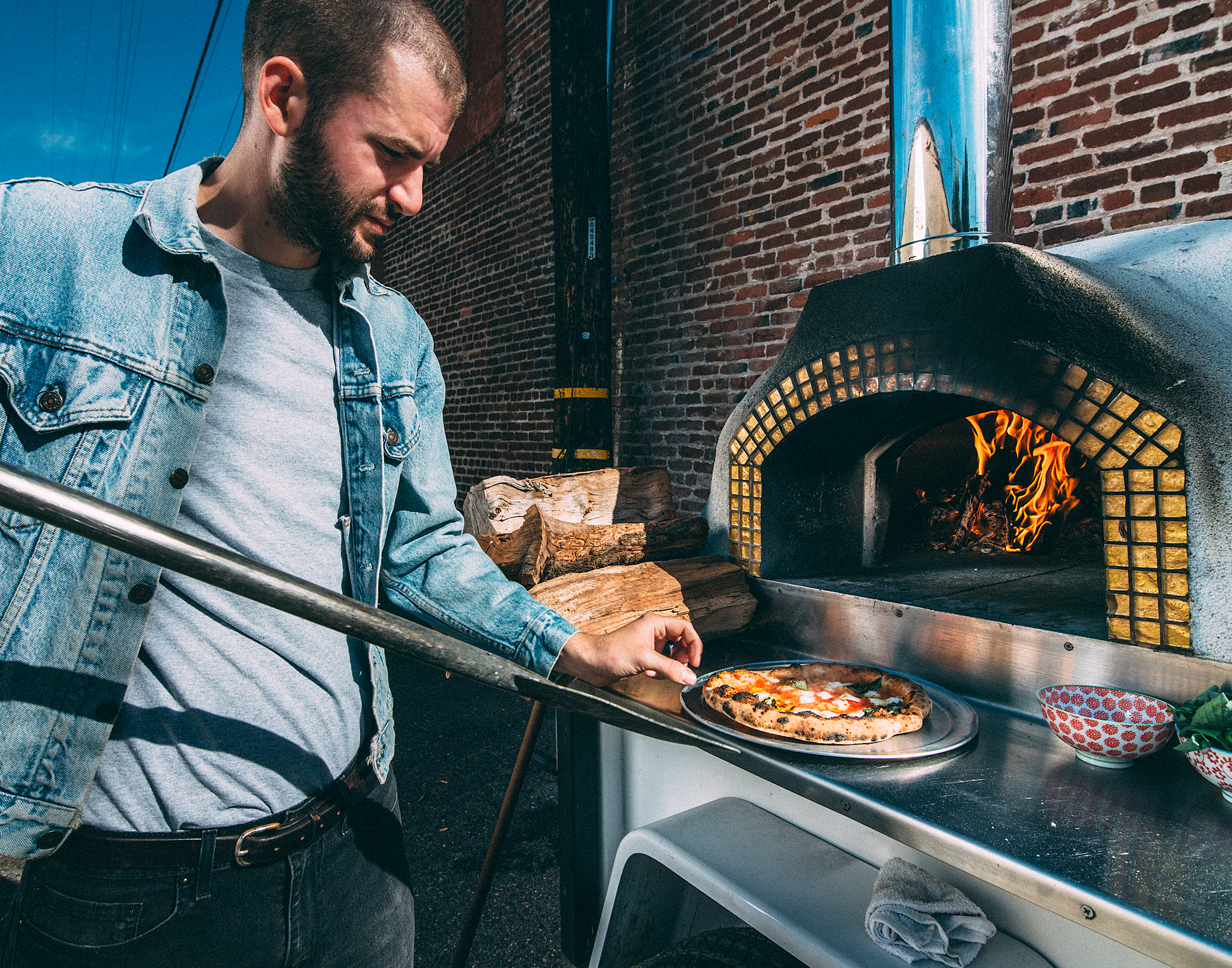 Live fire wood fired pizza oven