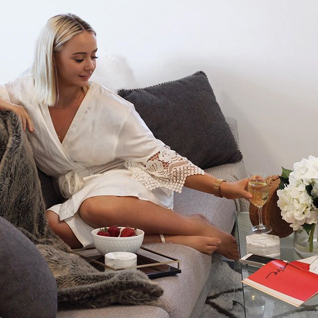 • Does your Mum prefer wine or coffee? Probably both. Give your Mum the gift of putting her feet up while wearing a luxurious silk robe. Today is the last day to get 20% off and receive the goodies before Mother's Day! Use the code: MUMDAY •