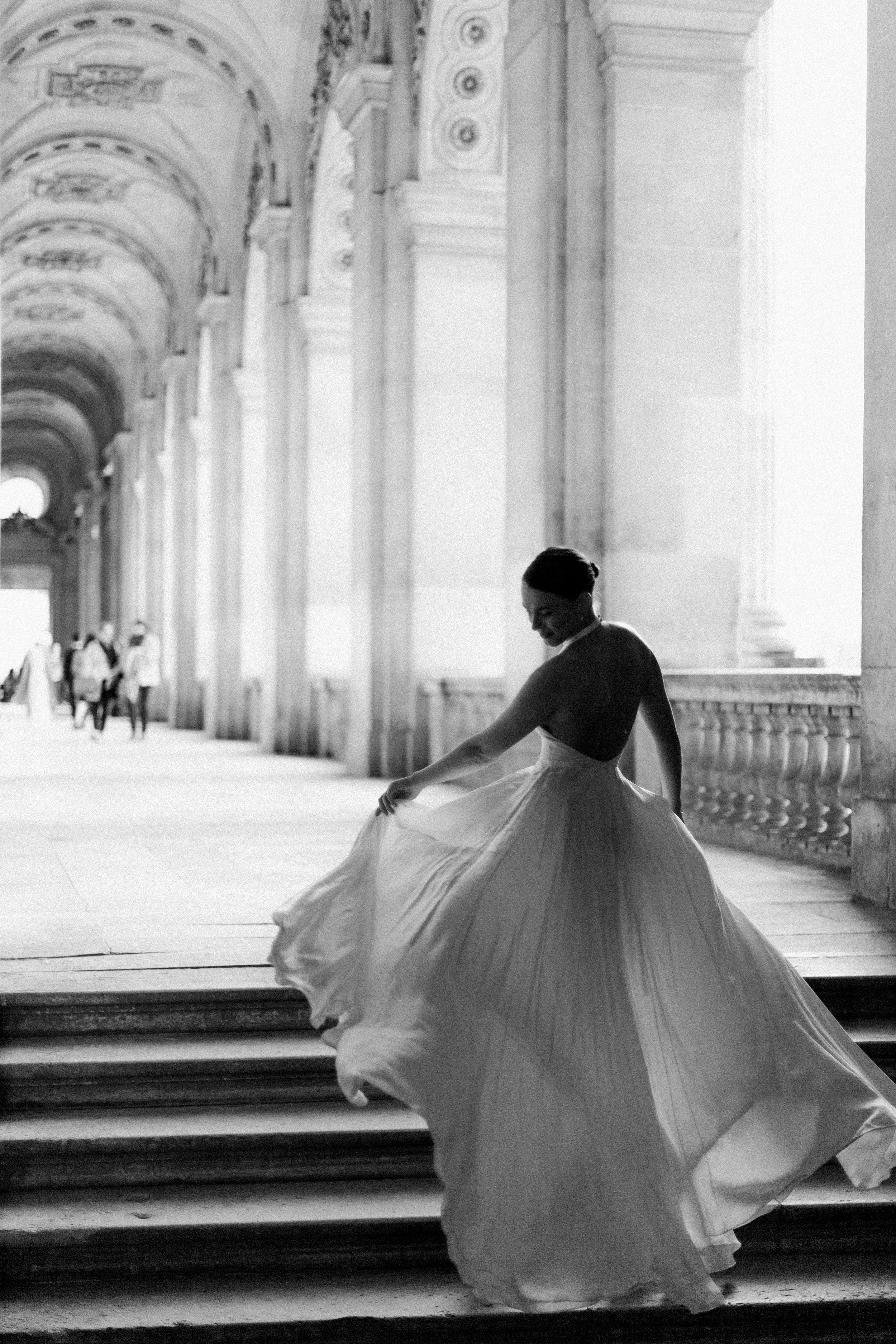 Une mariée dans l'arc parisien
