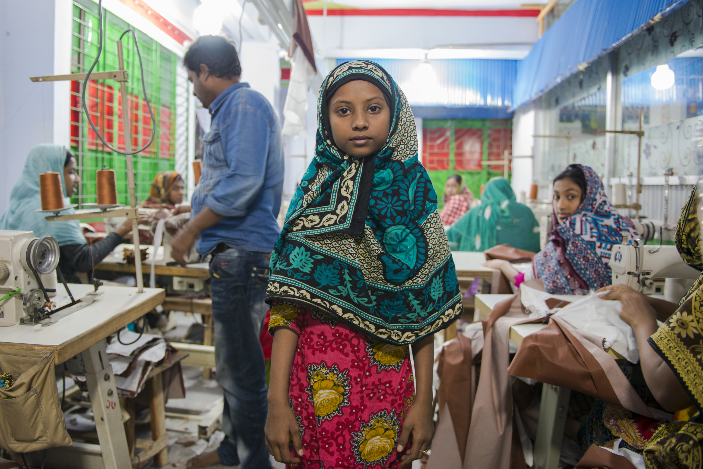 A young garment worker. The common activities for children at informal factories are: embroidery work, cutting/trimming, cutting thread, printing, making labels/tags/stickers, packaging, machine cleaning, weaving, hand stitching, dyeing, decorative work (such as adding sequins, decorative stones), button stitching, knitting, washing, and button coloring. Picture: Claudio Montesano Casillas.