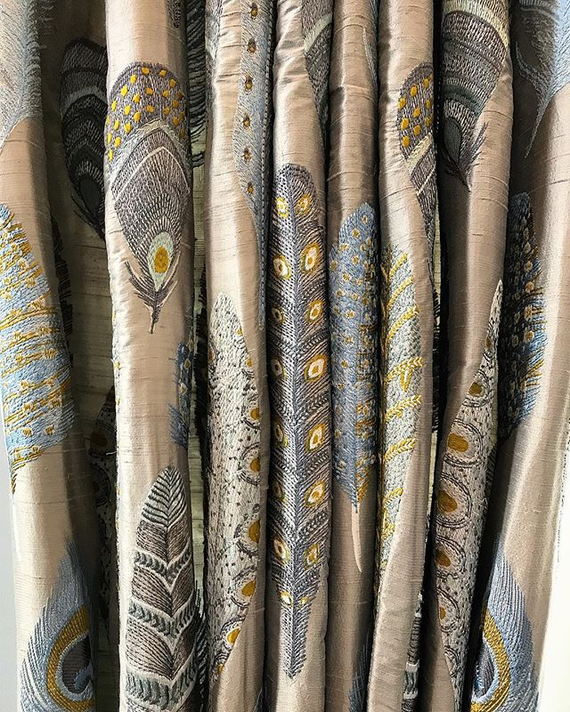 Still crushing over this beautiful @voyage_deco embroidered silk 👌🏼✨ . . #silkcurtains #interiordesign #voyage #curtains #coastalretreat #interior4all