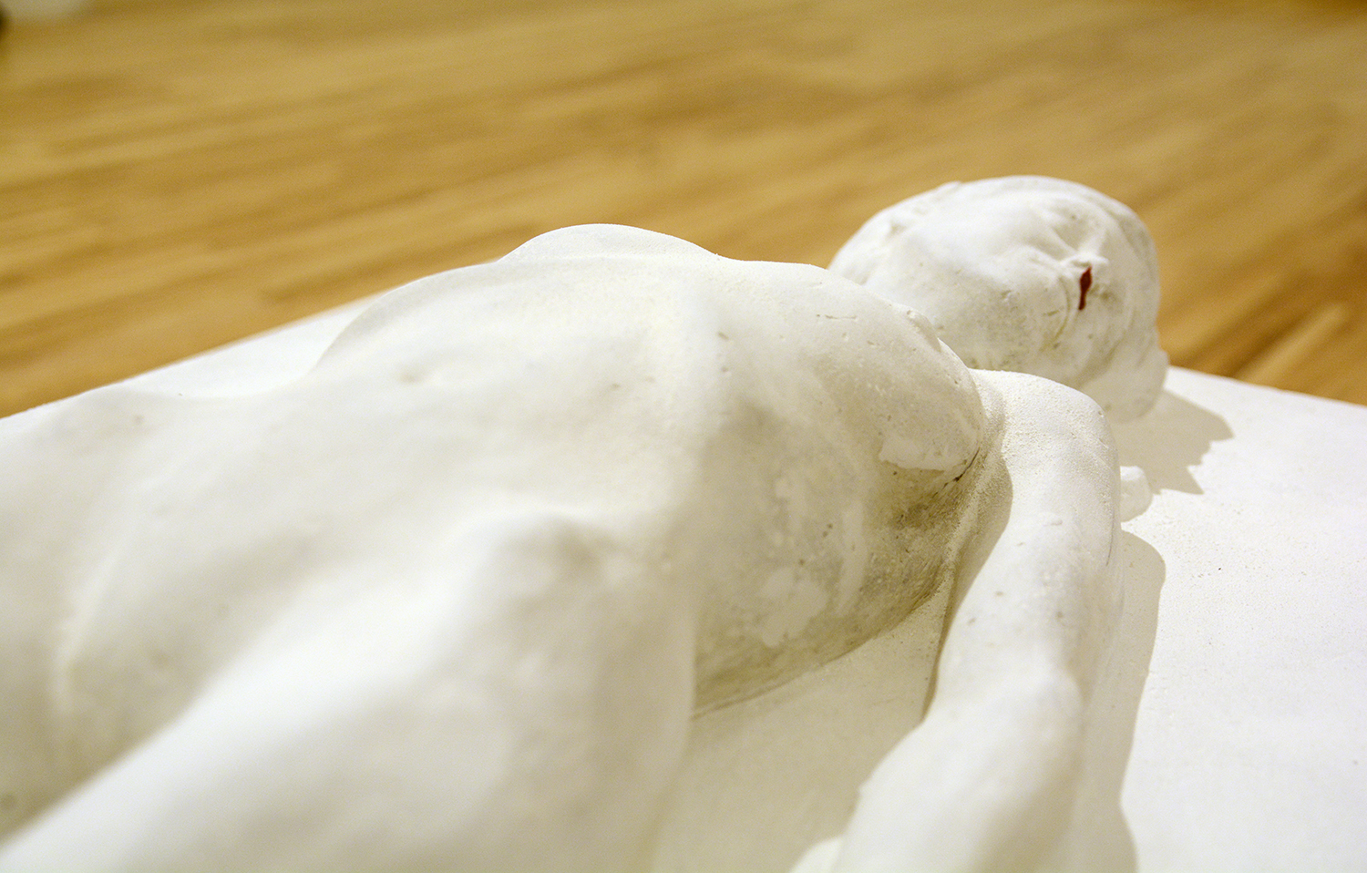 Lying figure (detail) / concrete and polyester / 2018