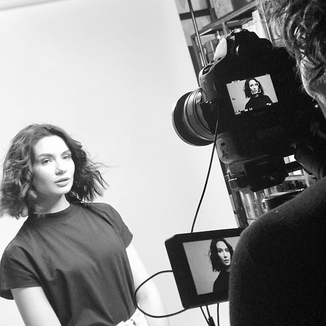 ANOTHER BEHIND THE SCENES 📸 and colour both me 💣 SOON TO BE REVEALED . Colour 📸 by me and styling by creative director @craigtaylorhair @harishair • • • #fdhair #bts #behindthescenes #watchthisspace #smartbond #olaplex #olaplextreatment #blackandwhite #photoshoot #photography #videoography #haircolor #hairstyles #haireditorial #editorialphotography #editorialmakeup #sneakpeak #lorealpro #harishairdressers #model #sundaynightmotivation