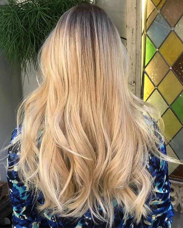B l o n d e by me styled by @crisdoeshair • • • #fdhair #fallayage #shinyhair #hairgoals #loreal #autumn #warmth #ice #highlights hairgoals #hairideas #london #chelsea #longhair #spring #iceicebaby #smartbond #brightblonde #ashyblonde #cleanblonde