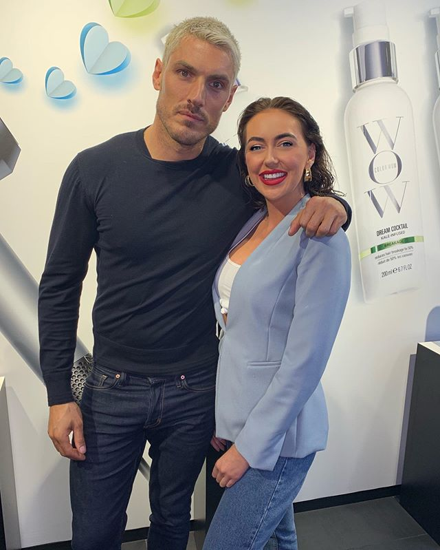 C H R I S A P P L E T O N !!!!! So I was lucky enough a couple of week ago to be invited to a session with the one and only man himself, hair stylist to the A listers @chrisappleton1 learning tips and tricks and being truly inspired ❤️ thanks to @colorwowhair as you can tell by my face just a tiny bit happy 😆 • • • #fdhair #chrisappleton #chrisappletonhair #wow #colourwow #hairgod #hairinspiration #dysonhairdryer #dysonhair  #goals #happy #session