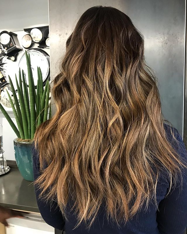 A f t e r & B e f o r e 📸 Sun-kissed Balayage on my lady's virgin hair 😍 styled by @sonniejohair major hair inspo 🖤 • • • #fdhair #newhairwhodis #waves #summerhair #sunkissed #teamworkmakesthedreamwork #balayage #ombrenails #hairinspo #hairgoals #lovemyjob #hairtransformation #beforeandafter #hairbeforeandafter #chocolate #gold #chelsea #london #kingsroad #beachplease #brunettebalayage #beachwaves #wavyhair #longhair #longhairstyles #shadowroot